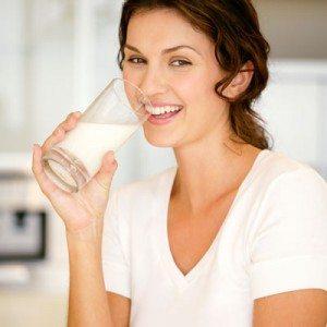 cara memerahkan bibir secara alami minum susu