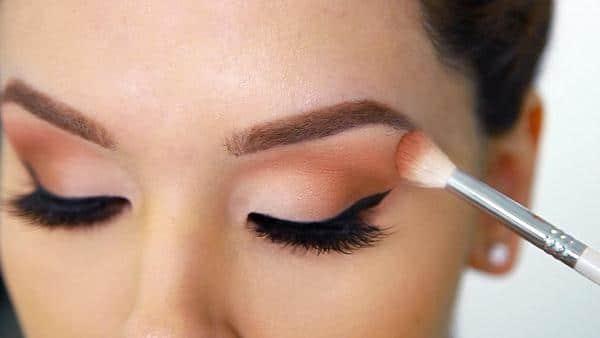 Cara Menggunakan Eye Shadow pada Mata Cekung
