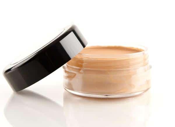 Gunakan Foundation pada Bibir Cara Memakai Lipstik yang Benar