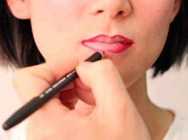 Pilih Lip Liner yang Cocok dengan Lipstik
