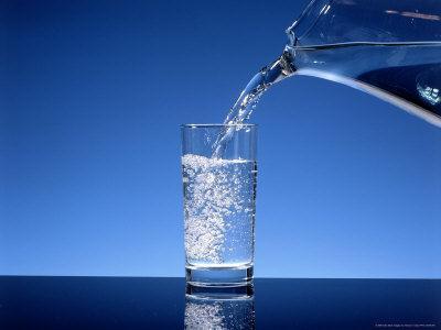 Minum Air Putih Sebanyak Mungkin
