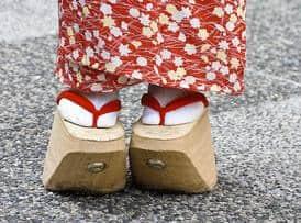 okobo sepatu terunik di dunia
