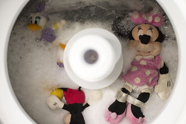 Cara mencuci boneka dengan mesin cuci