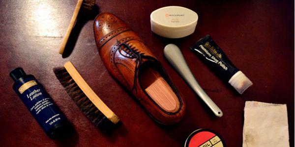 Perlengkapan membersihkan sepatu kulit
