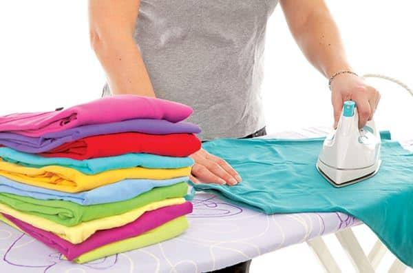 Setrika baju bekas sebelum disimpan