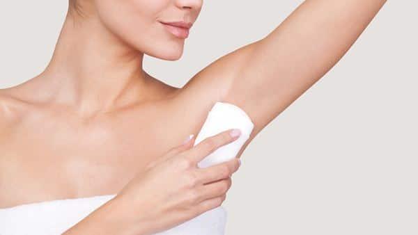 Gunakan deodorant setelah mandi