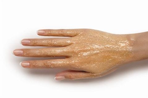 kacang almon untuk tangan