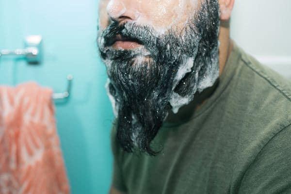 Bersihkan dengan shampoo khusus