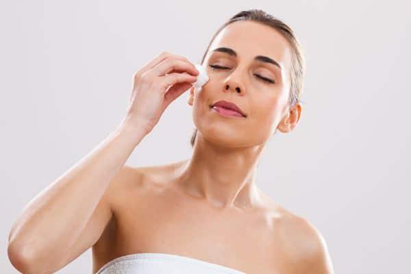 cara menghilangkan flek hitam_Jangan malas membersihkan kulit wajah Cara Mencegah Wajah Berminyak