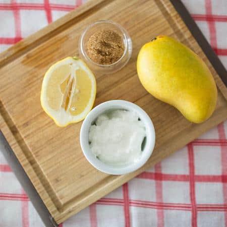 kondiosioner rambut dari bahan alami Yoghurt dan Buah-Buahan