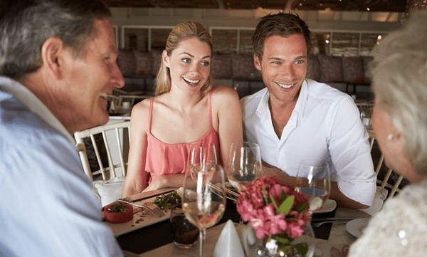 Pelajari tradisi keluarga pasangan