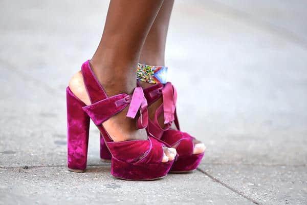 tips membersihkan sepatu beludru