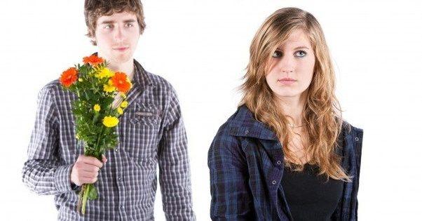 Jangan memberi perhatian berlebih Cara PDKT dengan Wanita Cuek