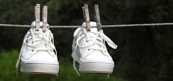 Sinar Matahari cara mengeringkan sepatu yang basah dengan cepat
