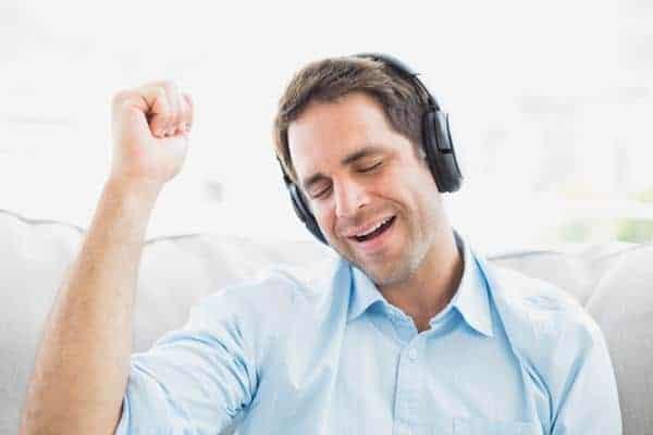 Dengarkan Musik Favorit