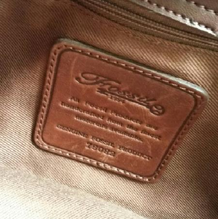 Statement pada Leather Tag