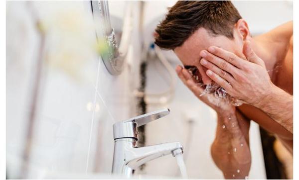 cara mencukur kumis dan jenggot yang benar Cuci Muka