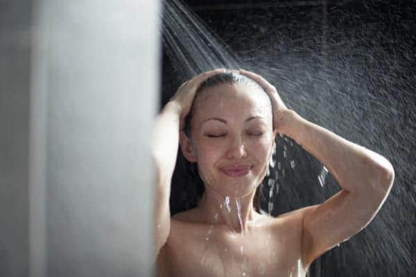 mandi bilas rambut cara creambath sendiri