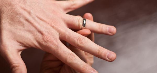 Putar cara melepas cincin yang kekecilan