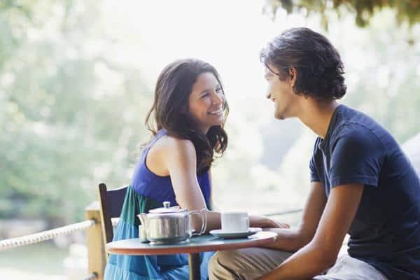 Kencan couple cara menghibur pacar yang lagi badmood