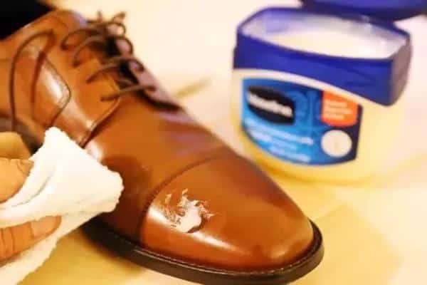 10 Cara Mengkilapkan Sepatu Agar Nampak Seperti Baru