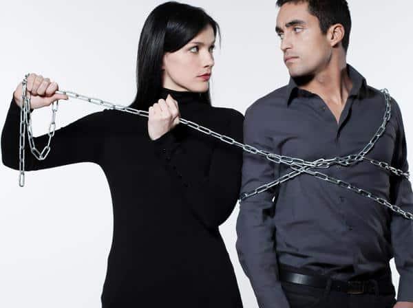 cara lepas dari pacar posesif couple