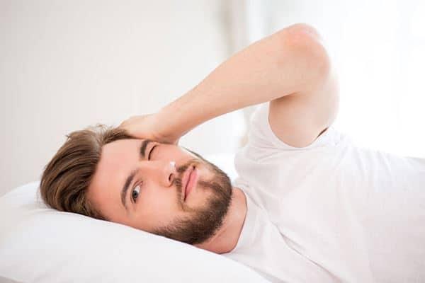 Tidak Terlalu Lama di Tempat Tidur Saat Pagi Hari