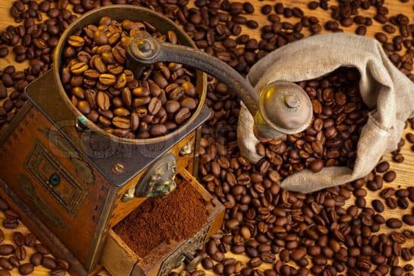 Giling Kopi cara membuat kopi hitam yang mantap