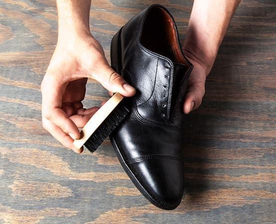 Semir Sepatu Cara Menghitamkan Sepatu