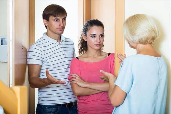 Kurangi Sosialisasi dengan Tetangga yang Jahat