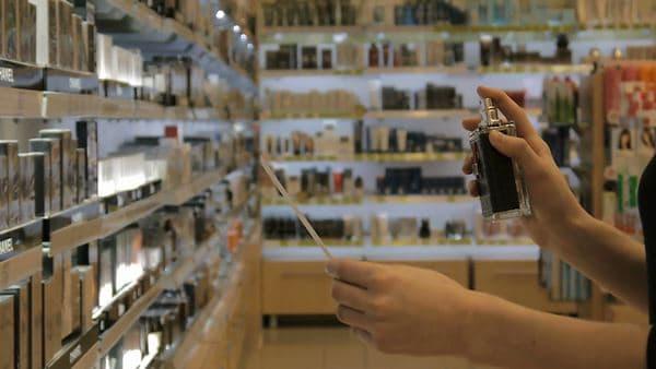 Pilih Parfum dengan Aroma Kuat Cara Memakai Parfum untuk Wanita Berjilbab