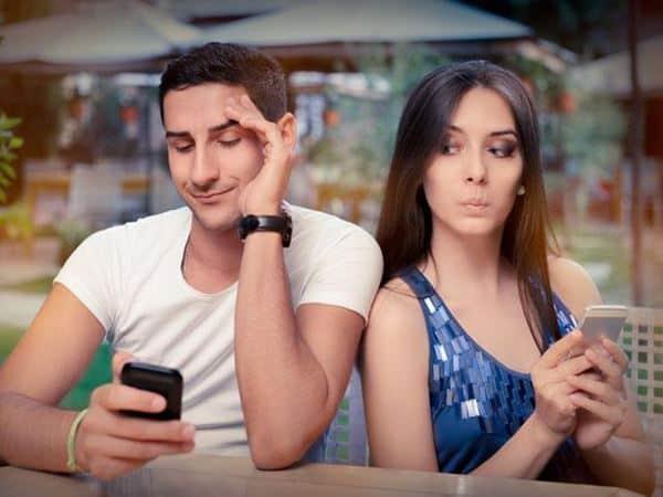Saling Menyimpan Rahasia Tanda Hubungan Tidak Sehat
