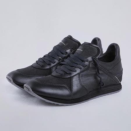 Sepatu Somearethieves