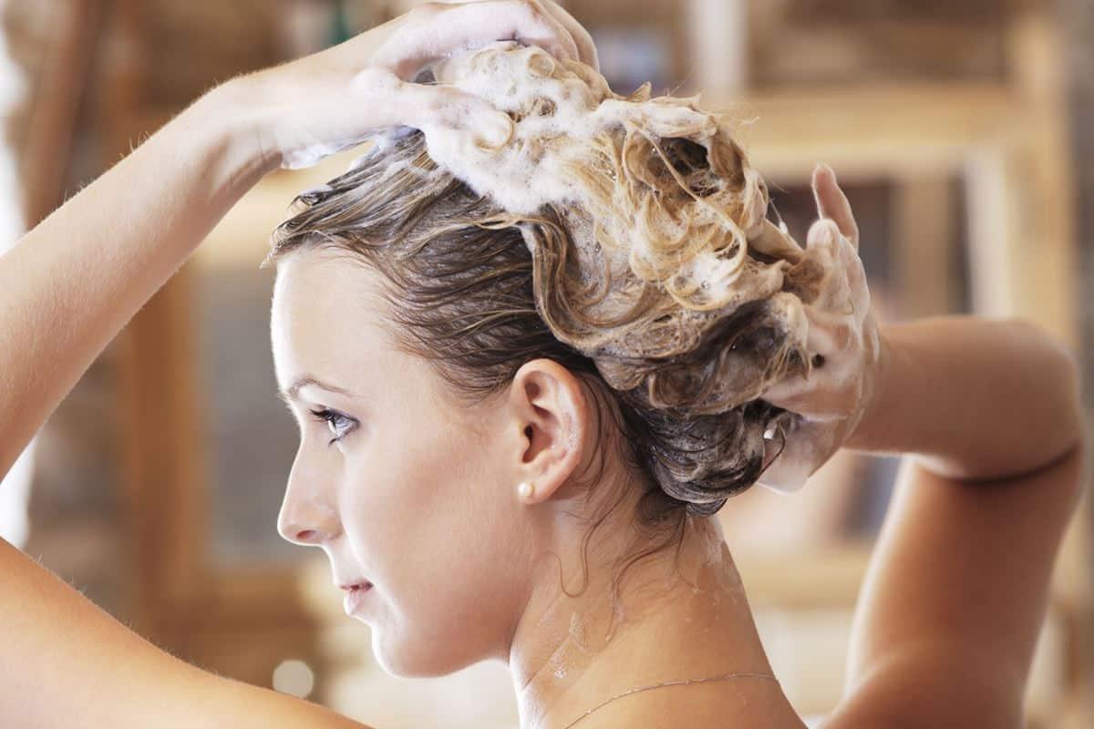 Bersihkan Rambut Secara Teratur