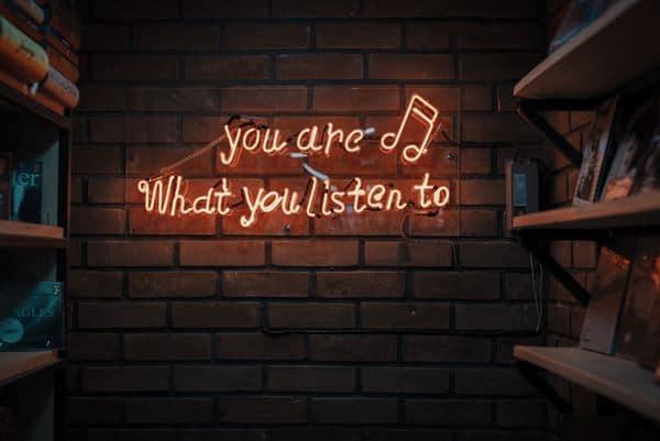 Dengarkan
