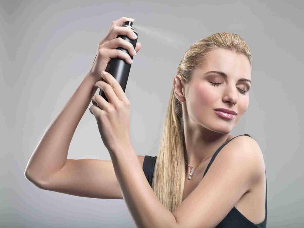 Hindari Penggunaan Hairspray Terlalu Sering