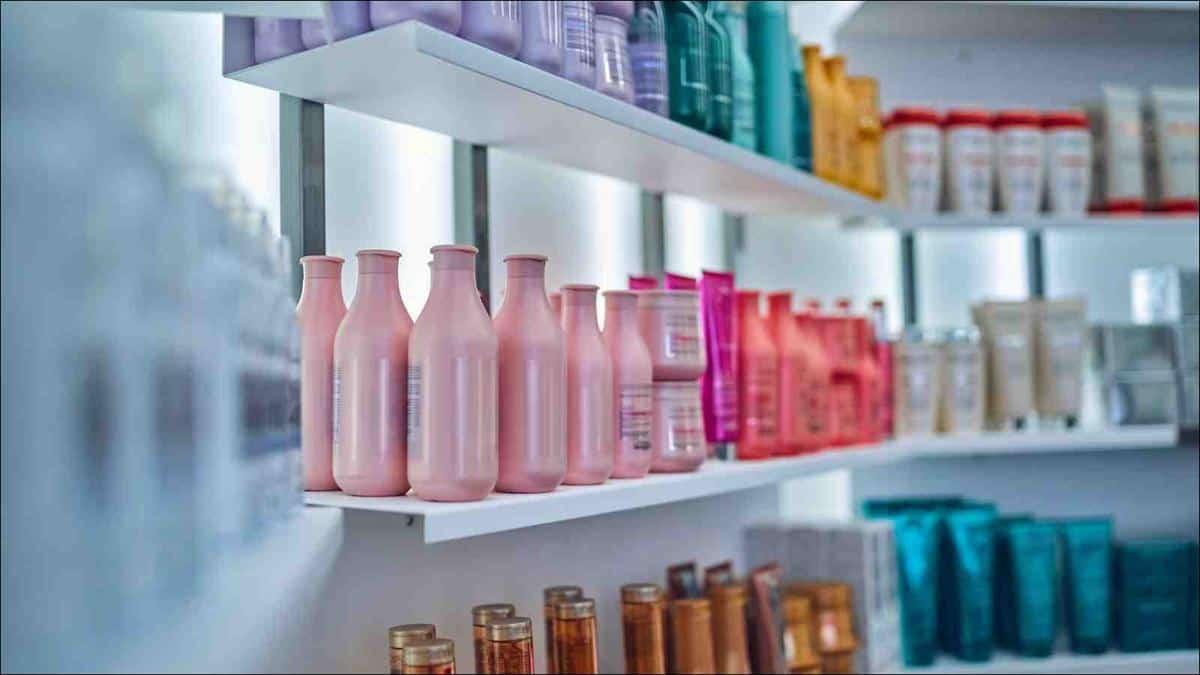 cara mengatasi rambut rontok_menggunakan produk perawatan khusus (Copy)