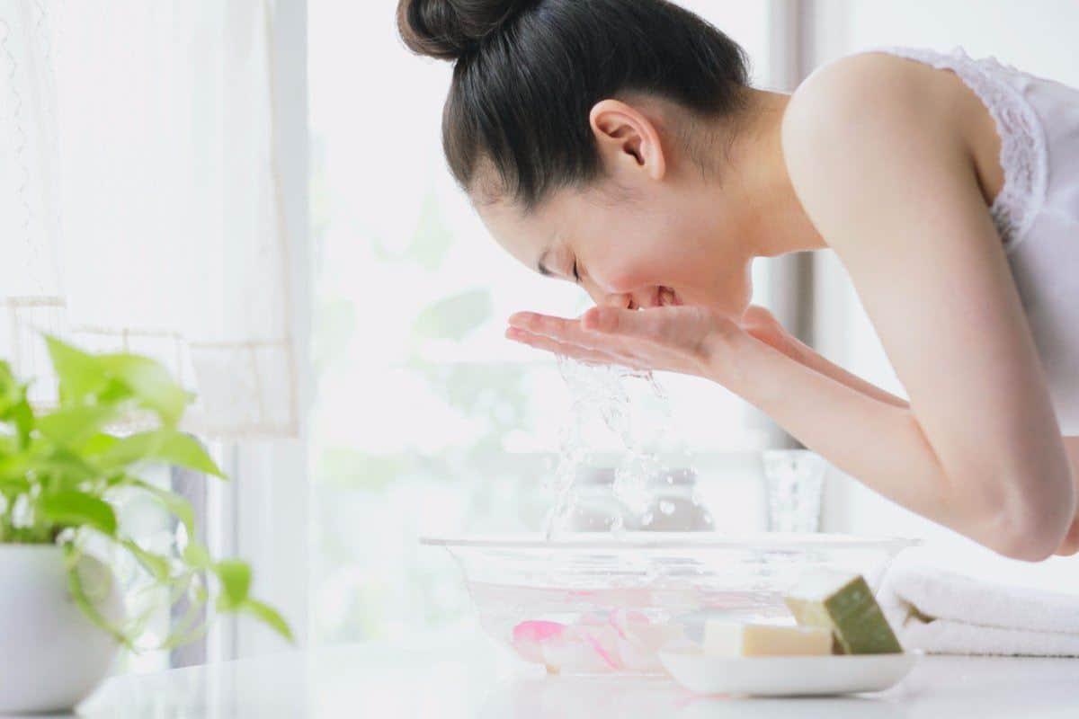 Cuci Muka dengan Sabun yang Ringan