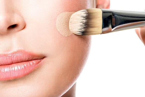 cara memakai foundation brush