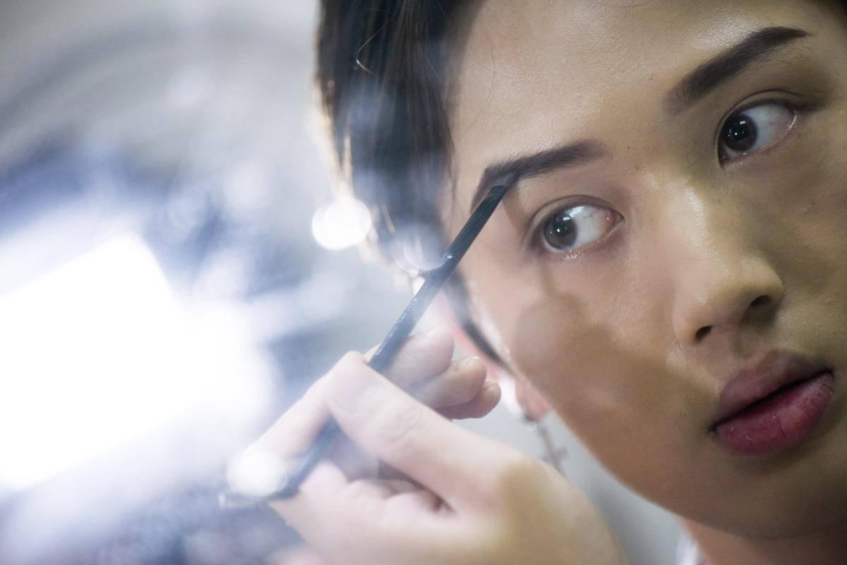 alis makeup eyebrow