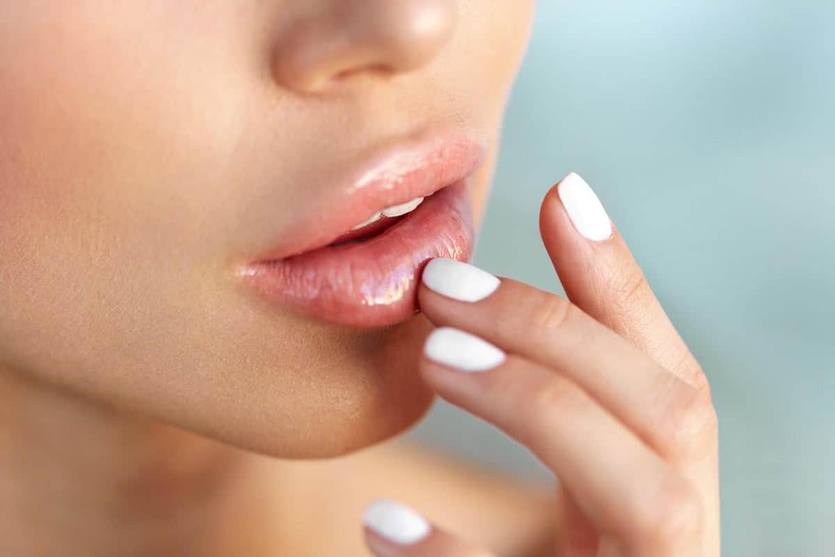 Mencerahkan Warna Bibir