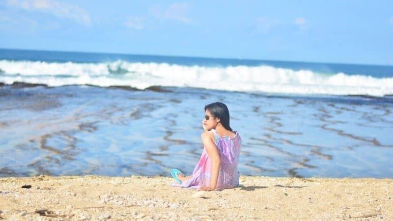 Gaya Duduk di Pantai