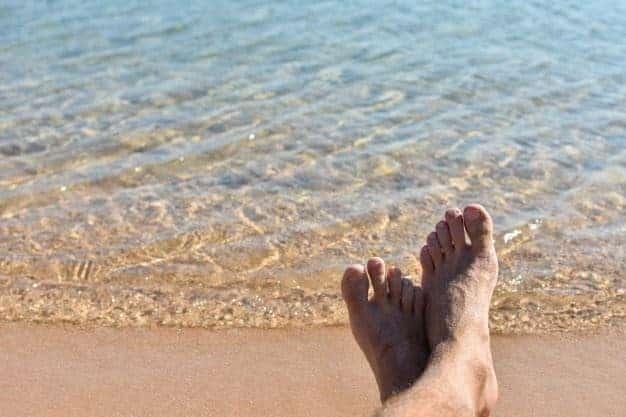 Pose Kaki di Pasir