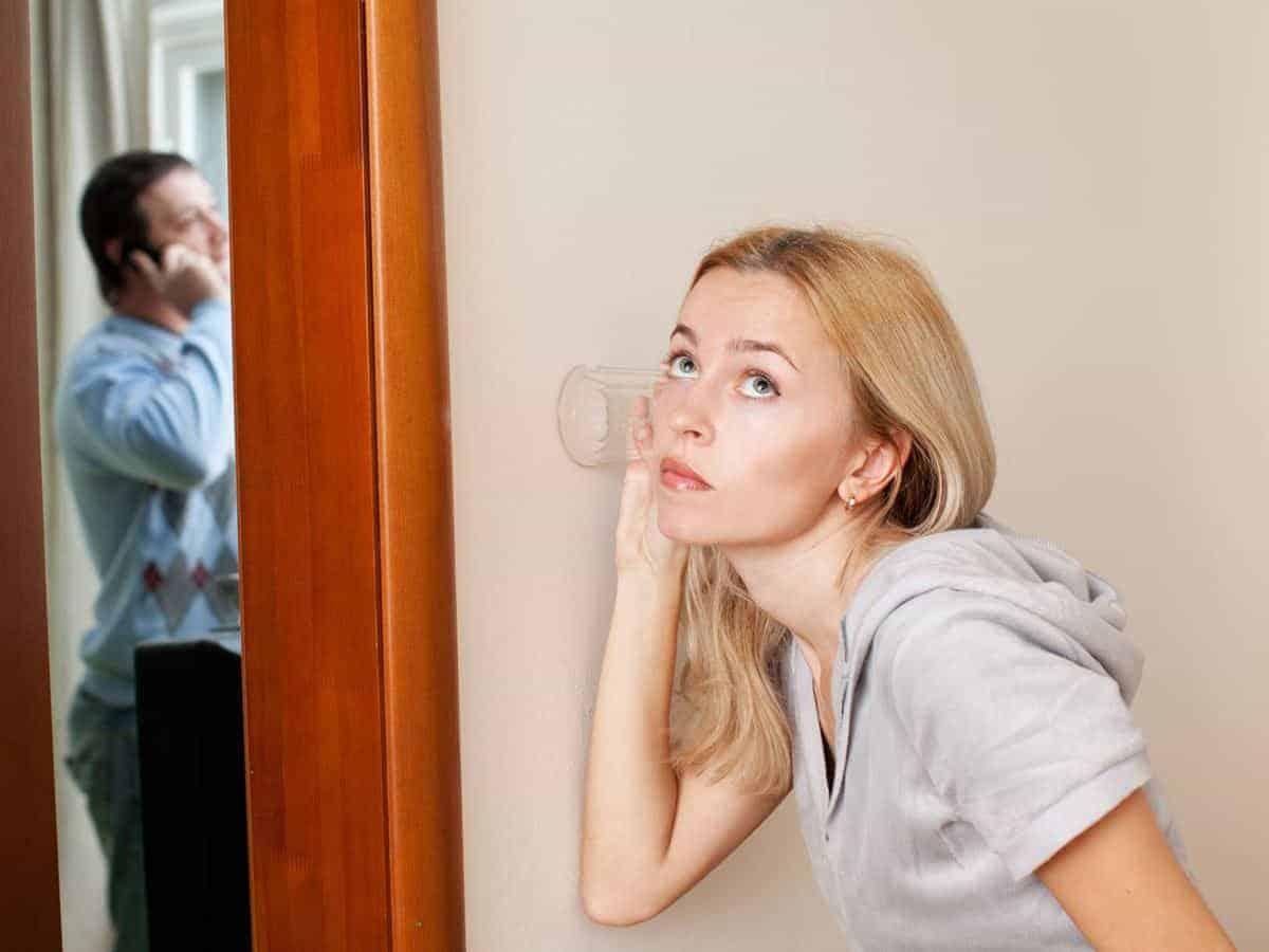 Istri Cemburu pada Mantan Pacar Suami