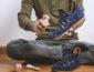 Lindungi Sepatu Suede