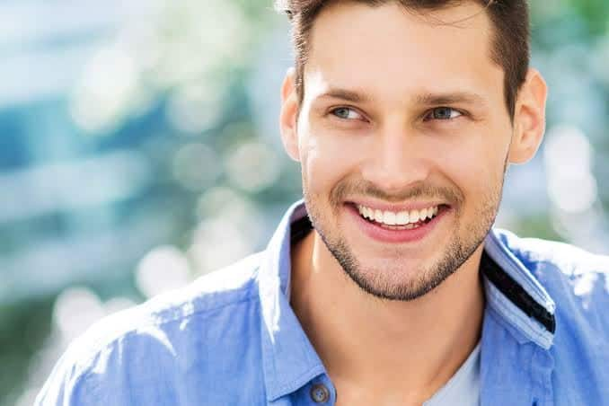 Tersenyum Ketika Melihat Kamu