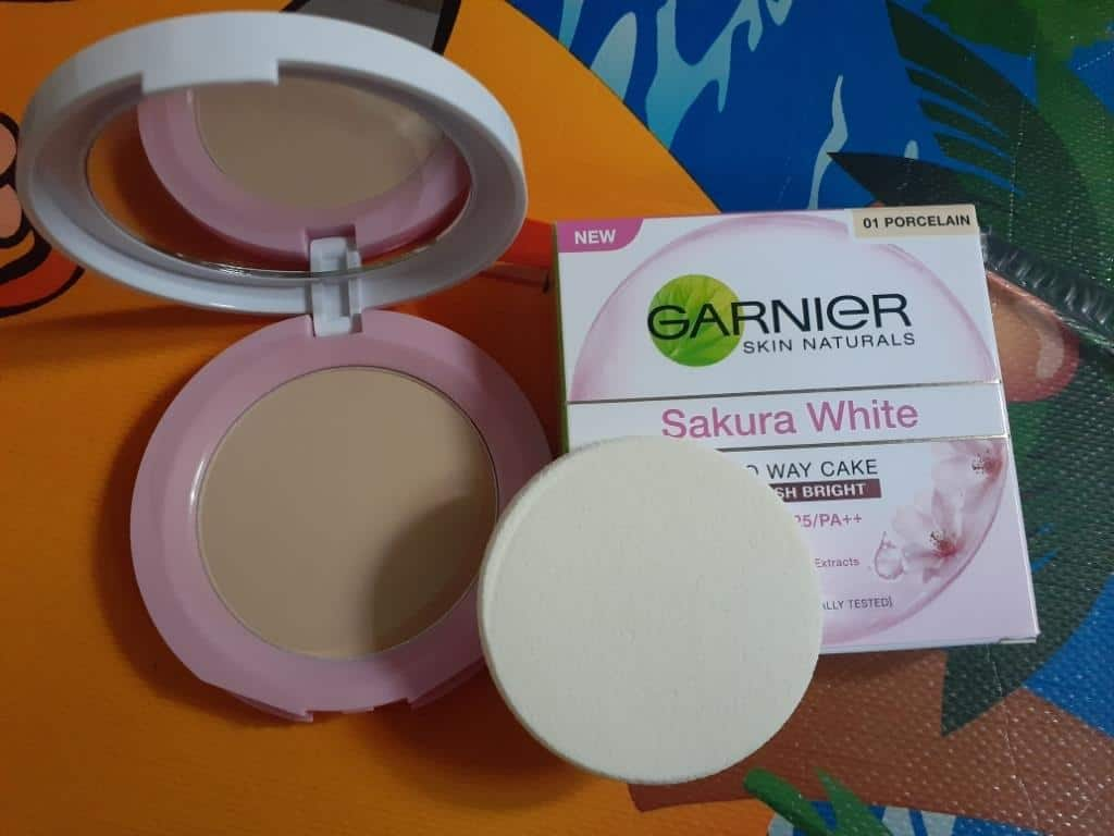 Garnier Sakura White Two Way Cake