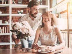 Melakukan Hal-Hal Romantis