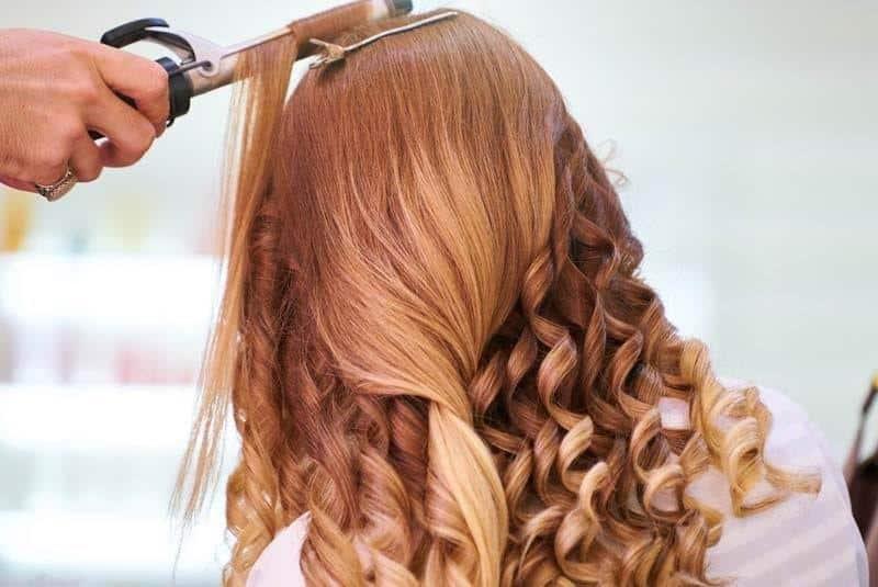 Gunakan Catok Dengan Roll Pengeriting Rambut