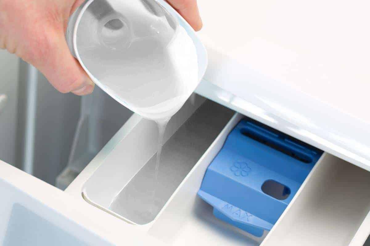 Gunakan Deterjen untuk Mencuci